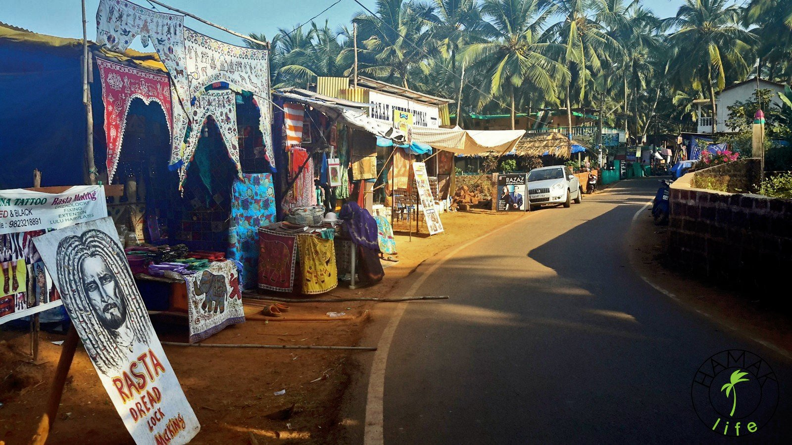 W Indiach. Ulica na Goa w Agonda Beach