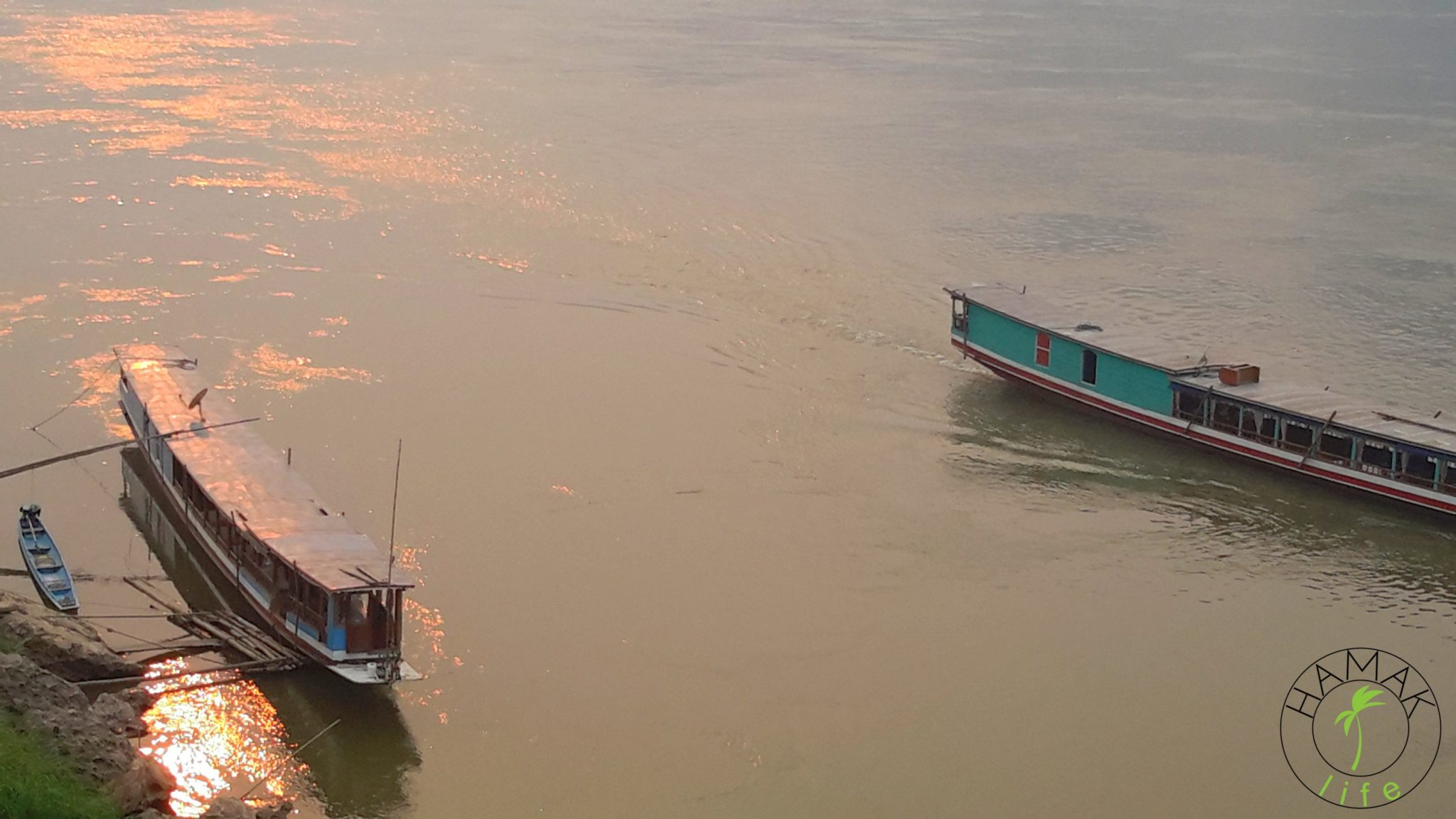 Spływ Mekongiem w Laosie.