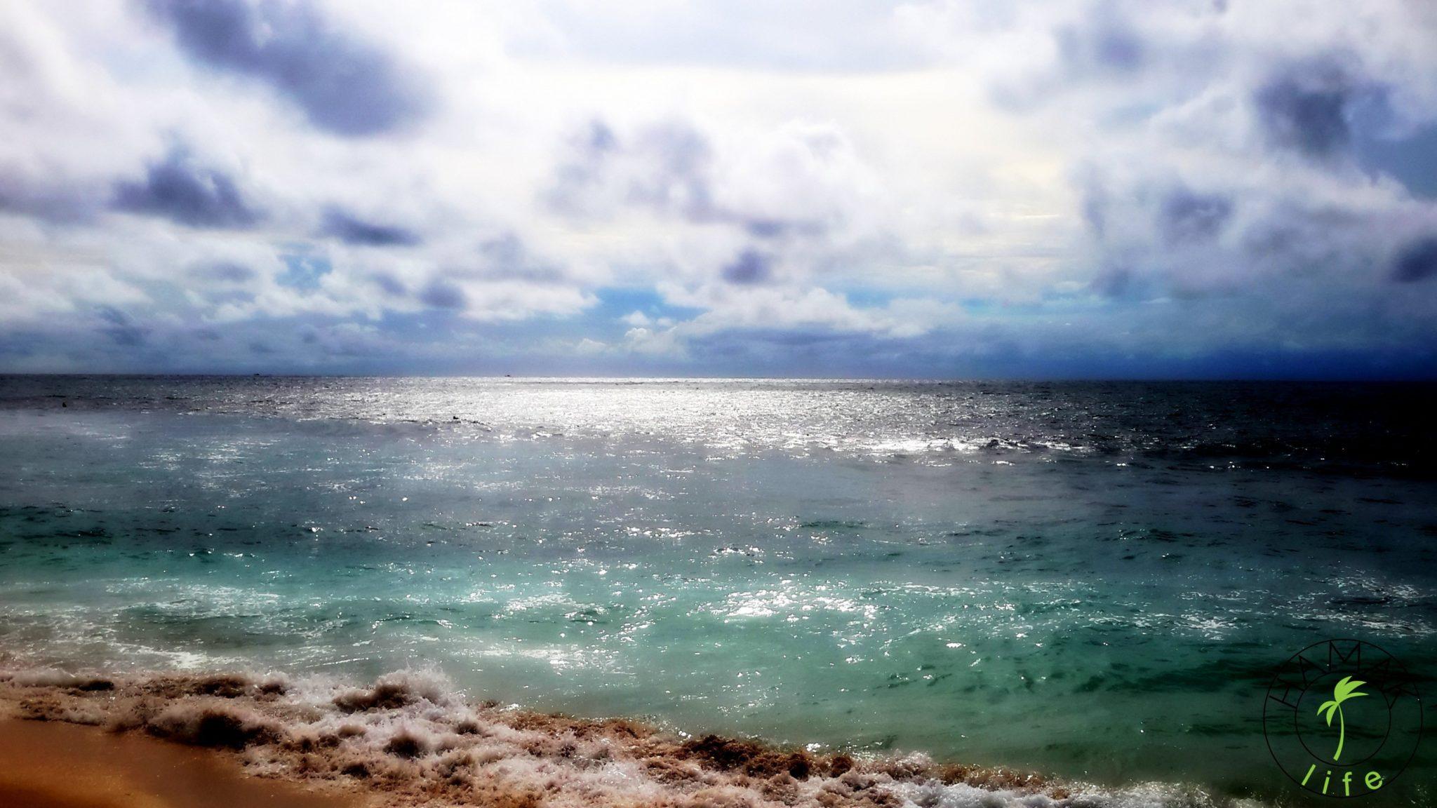Konstelacja wodnika i dziewczyna widmo, czyli magiczna aura balijskich plaż