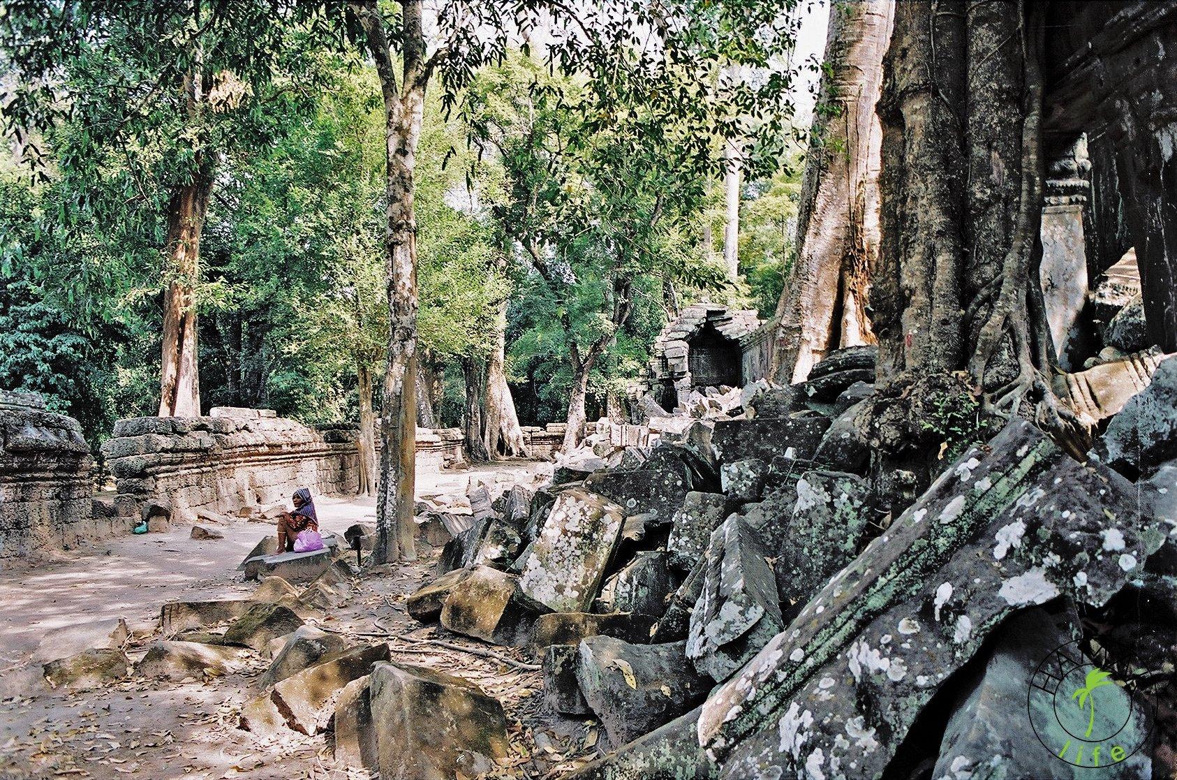 Uliczna handlarka w Angkor Wat