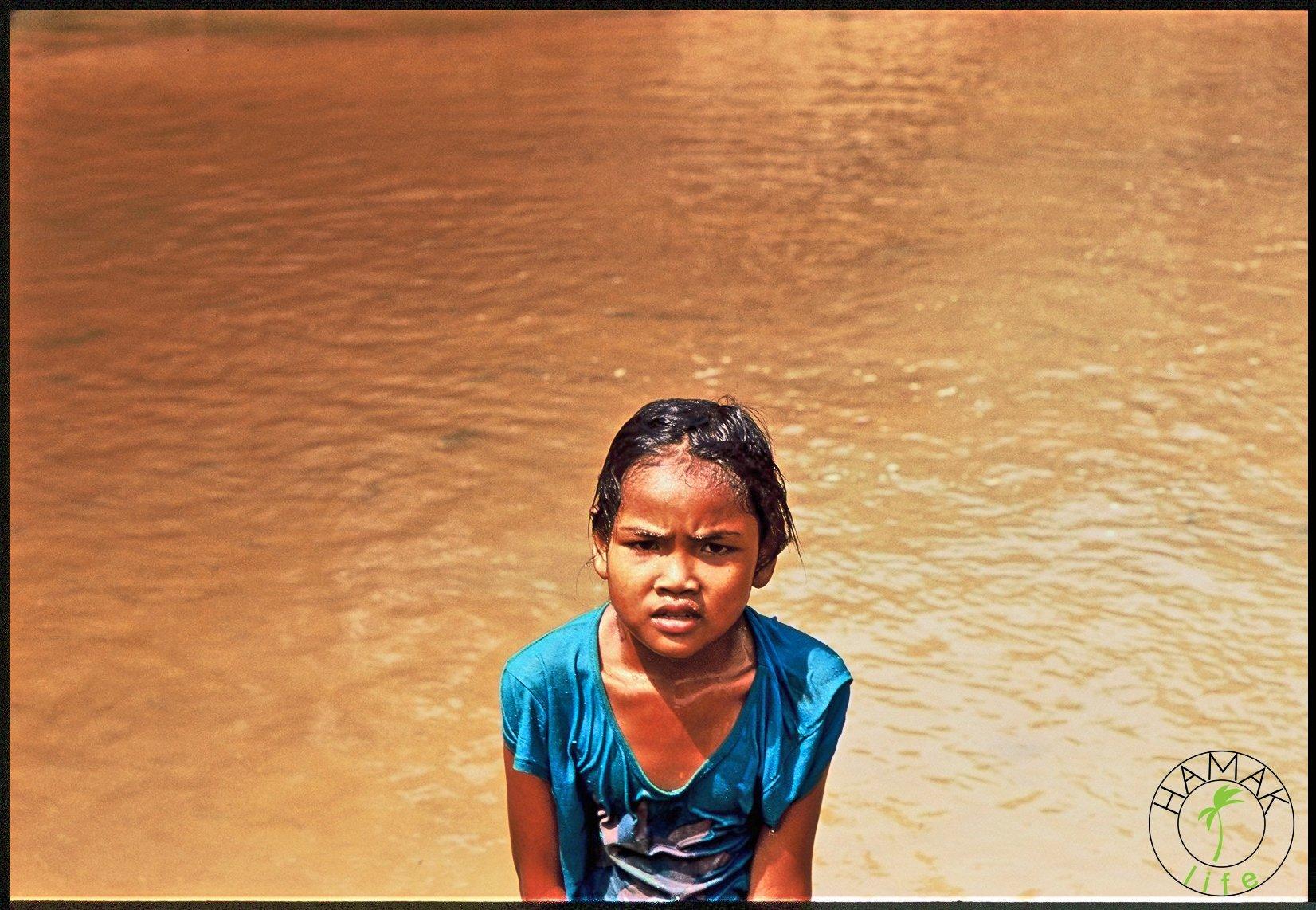 Khmerskie dzieci nad jeziorem Tonle Sap.