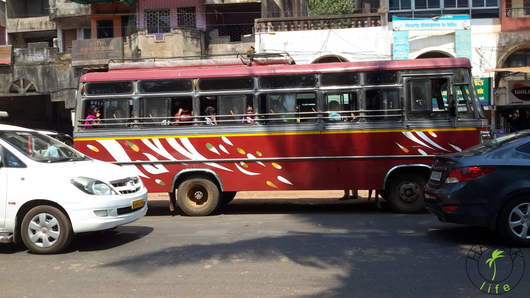 Szkolny autobus w Indiach