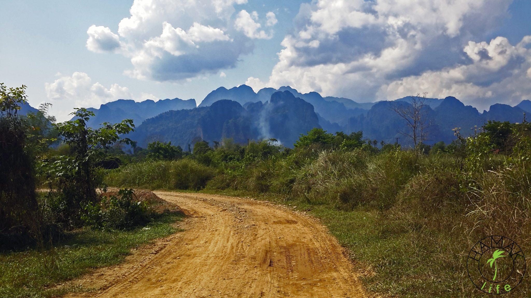 Drogi w Laosie w okolicach Vang Vieng.