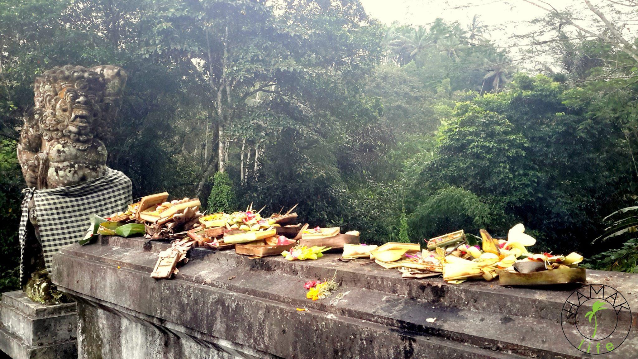 Slow life na Bali, czyli głodne. najedzone bóstwa lokalne.