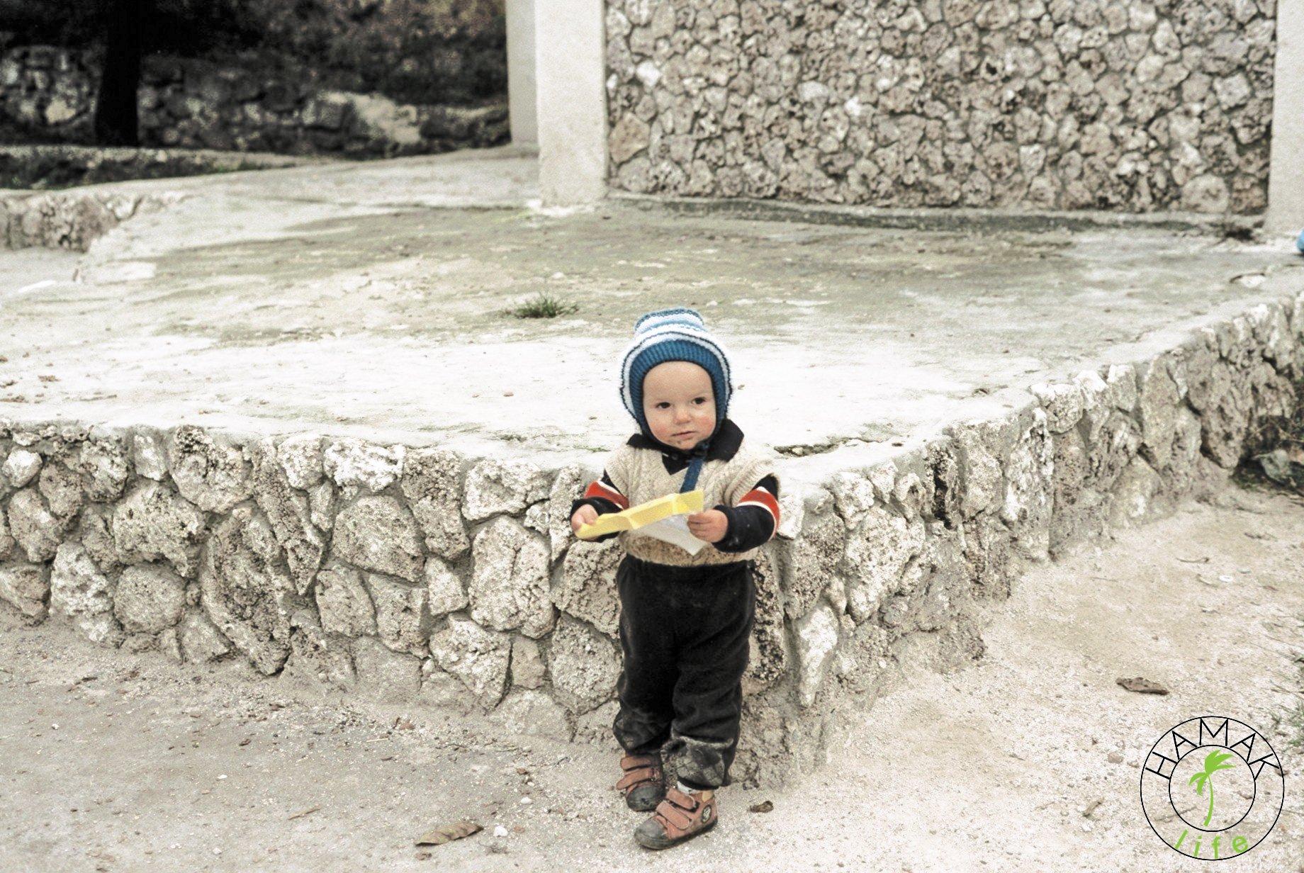 Reportaż z wioski w Mołdawii. Dziecko i czekolada.