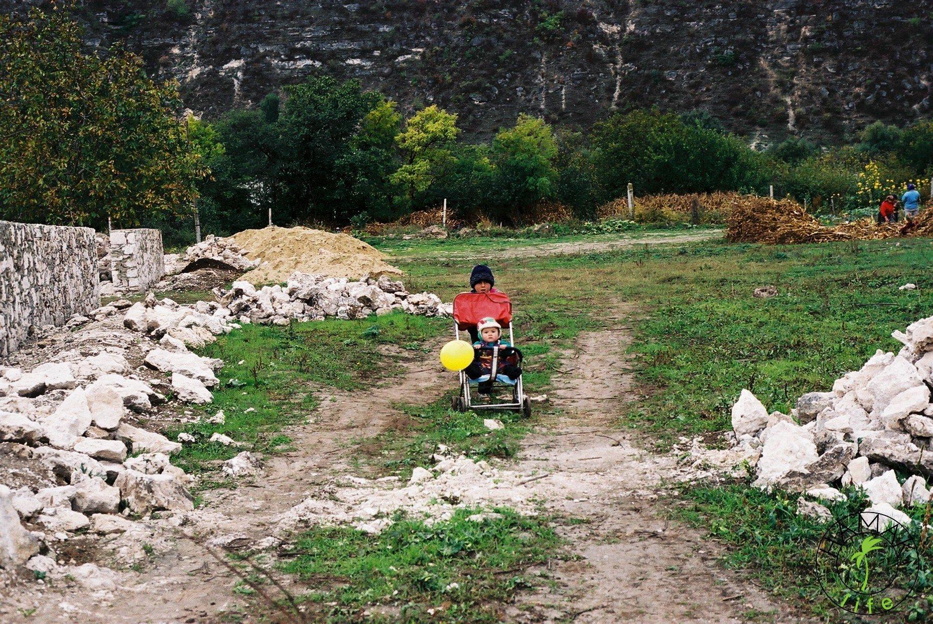 Reportaż z wioski w Mołdawii. Dzieci.