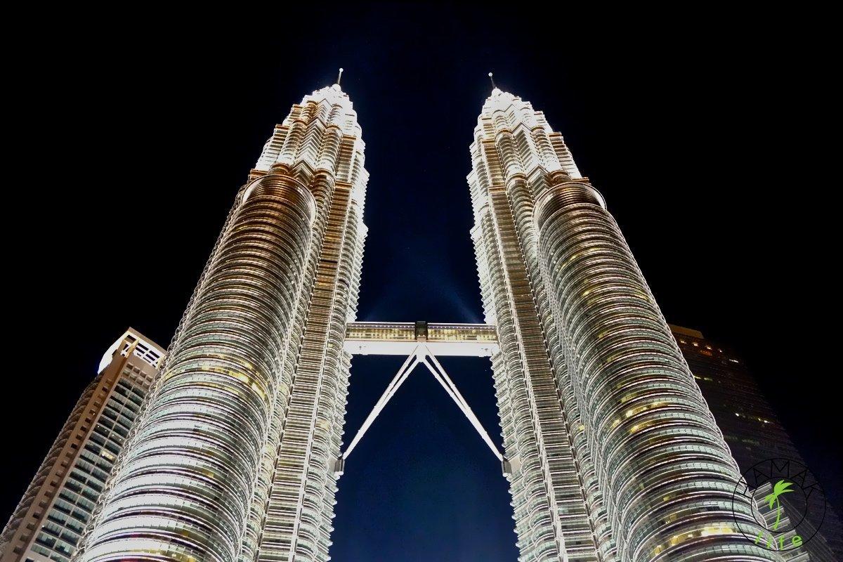 Przepych wież Petronas w stolicy Malezji najlepiej widać nocą.