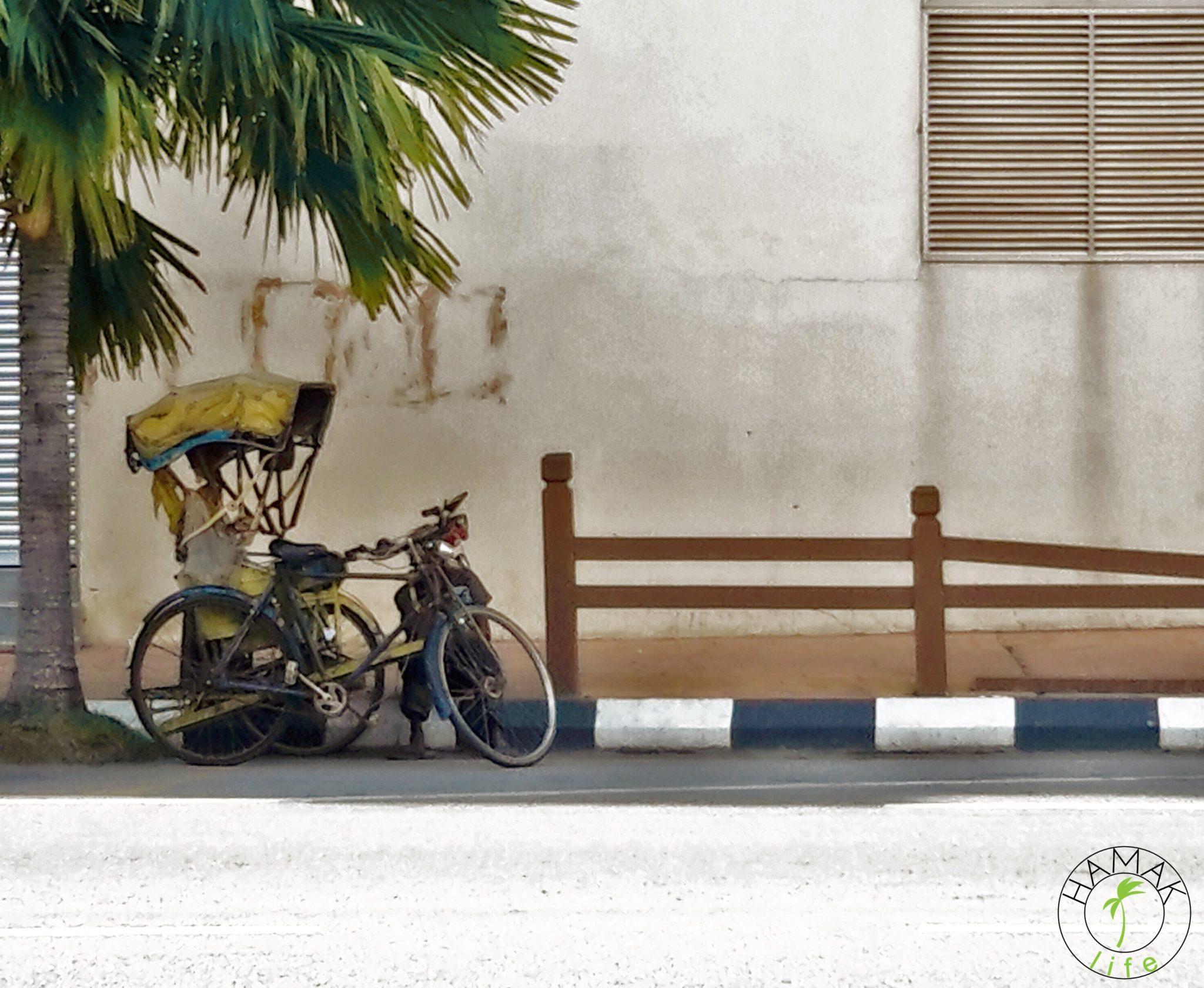 Stara riksza w Kota Bharu w Malezji. Czy kieruje nią inny wariat z Bangladeszu?