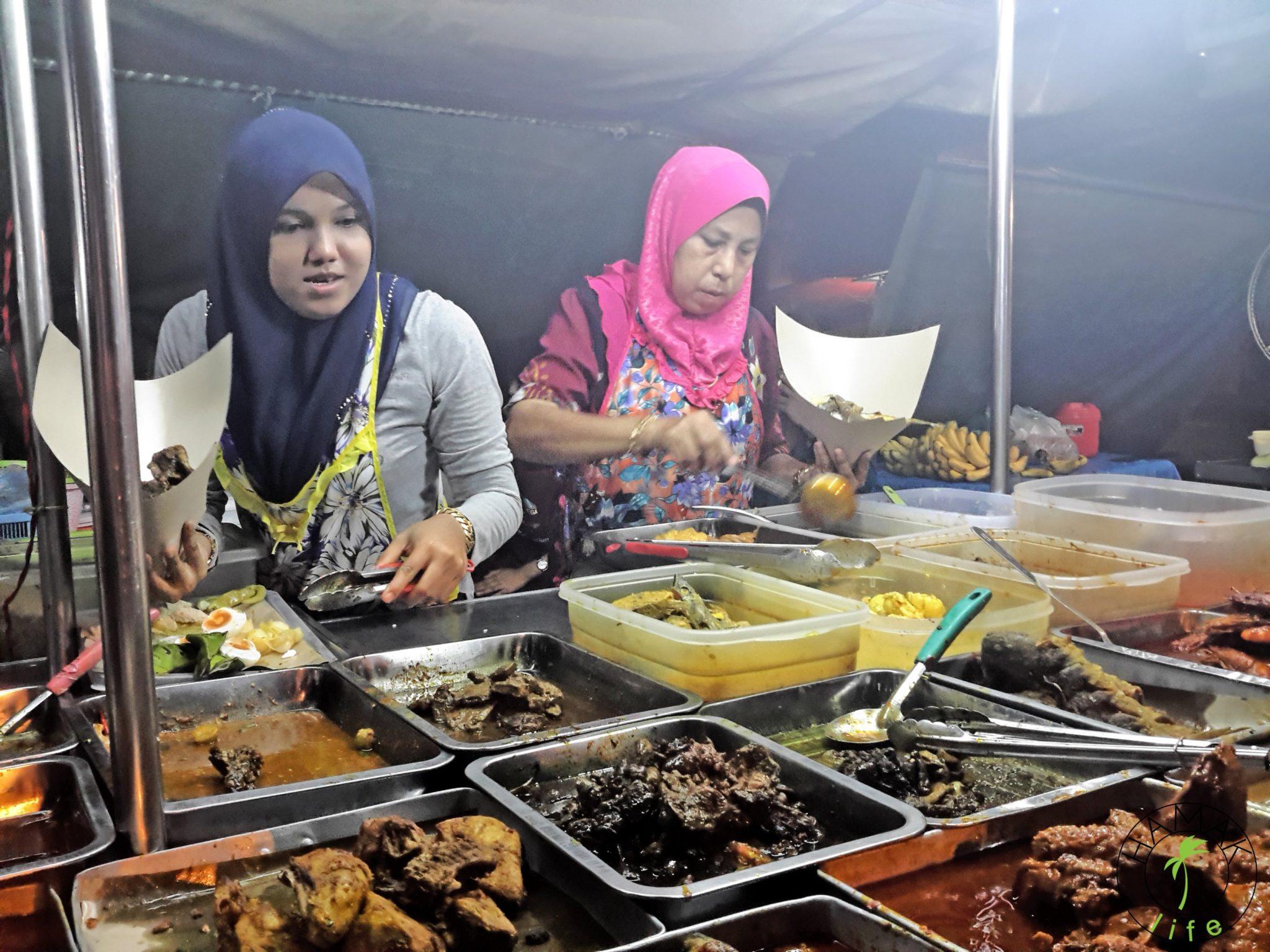 Aloo gobi brak na malezyjskim arabskim targu kulinarnym. W Kota Bharu i muzułmańskich rejonach Malezji w czasie ramadanu najecie się tylko po ciemku.