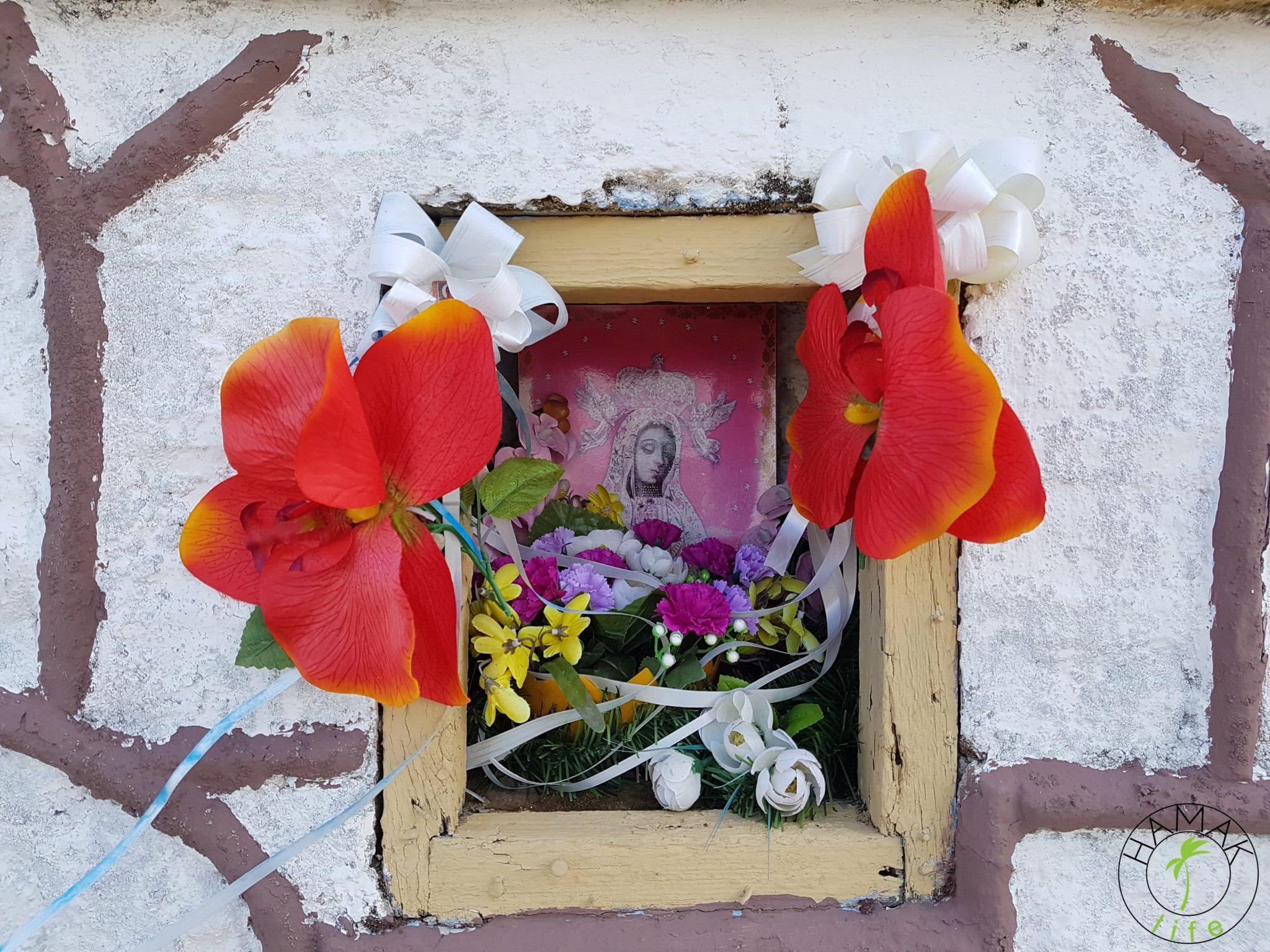 Kapliczka w Kucharach.