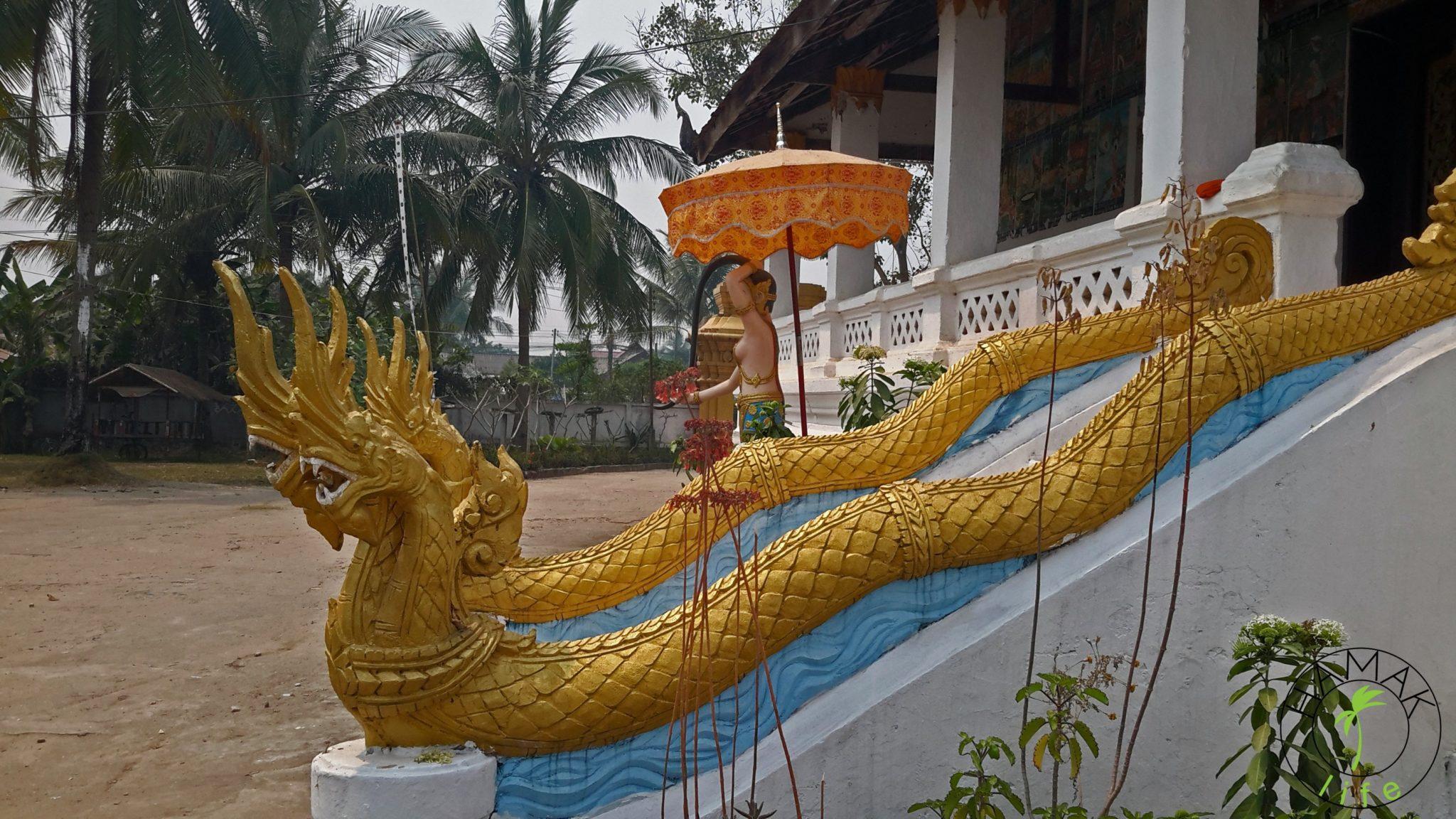 Świątynia w Luang Prabang po drugiej stronie rzeki