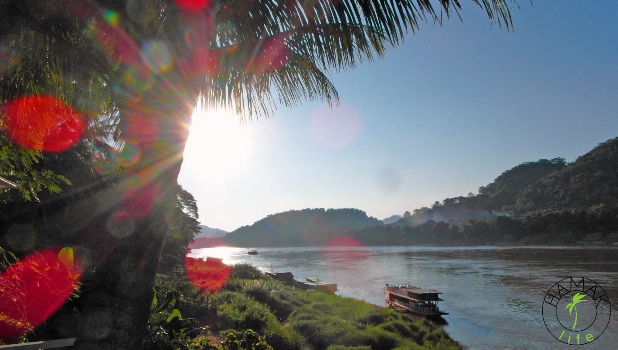Mekong w Laosie o zachodzie słońca