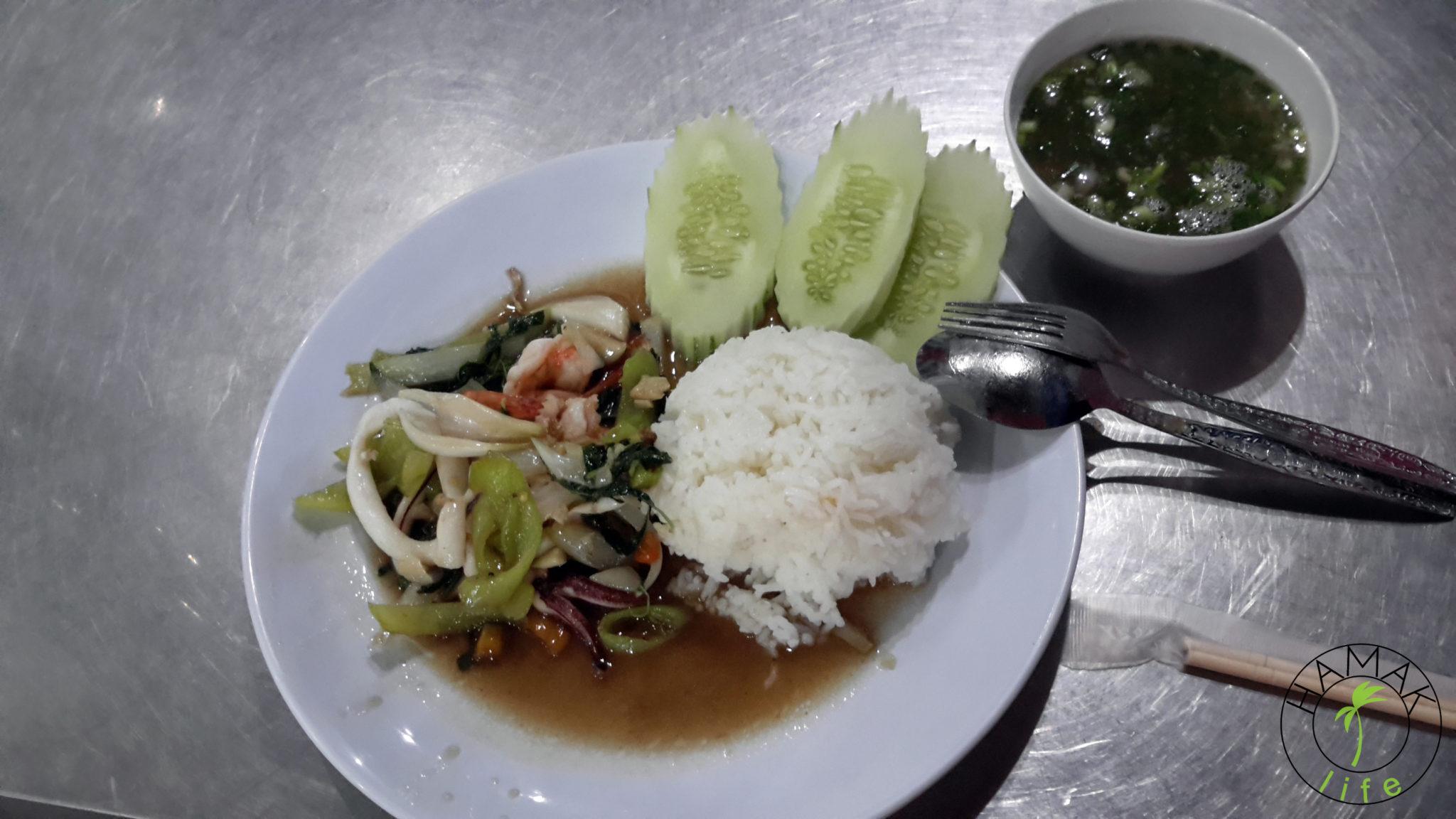 Danie z popularnej restauracji w Wientiane w Laosie