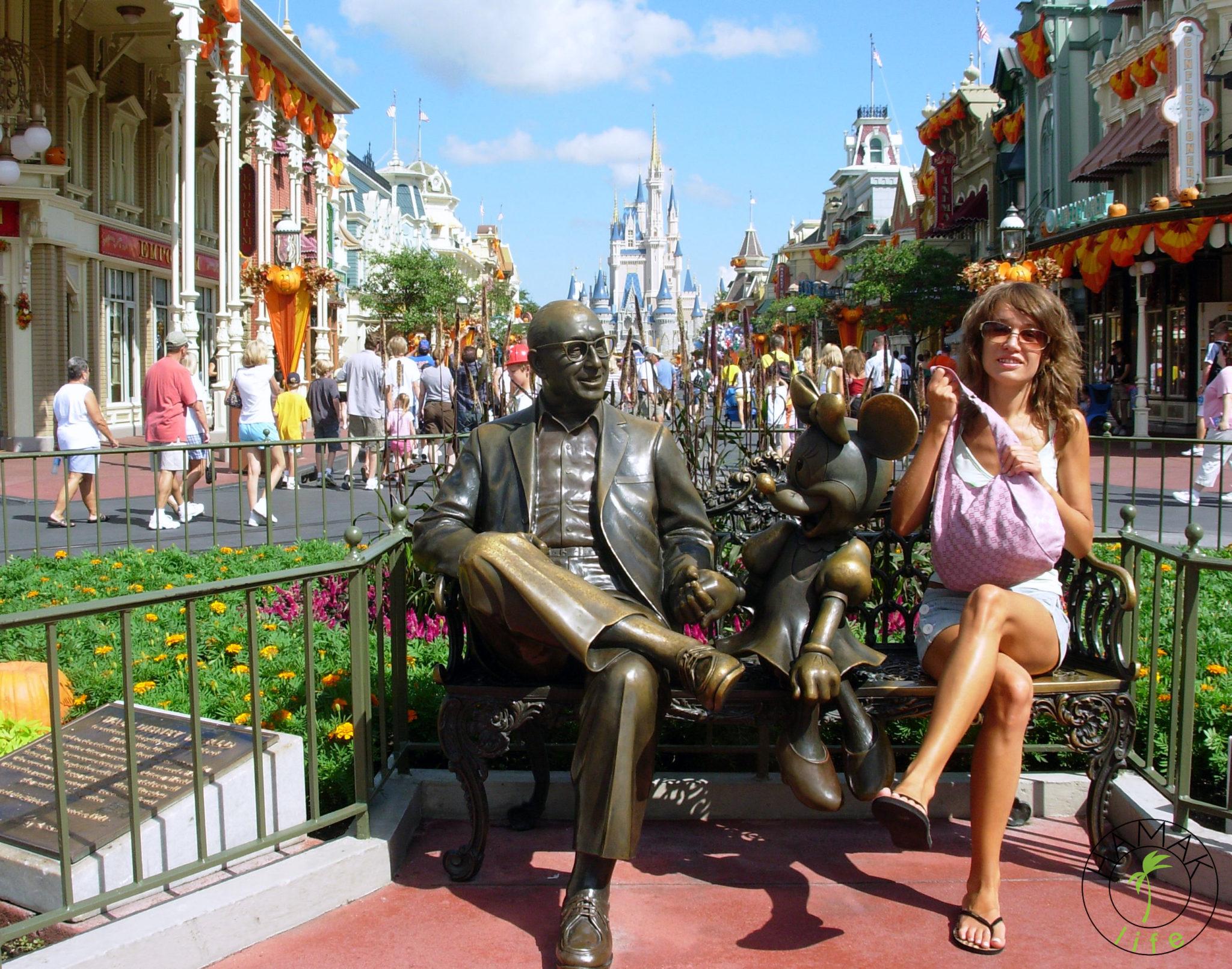 Z Myszką Miki i Waltem Disneyem w Disneylandzie