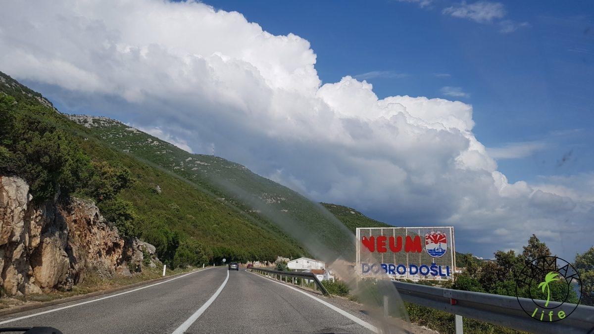 Esklawa Neum w drodze na Dubrownik. Tutaj rozciąga się Bośnia i Herzegownia.