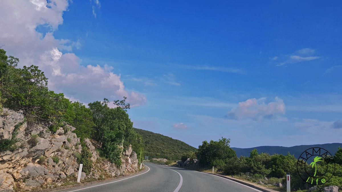 Puste nationalki w Chorwacji. Ta konkretnie w okolicach ekslawy Neum. Mała Bosnia w drodze na Dubrownik.