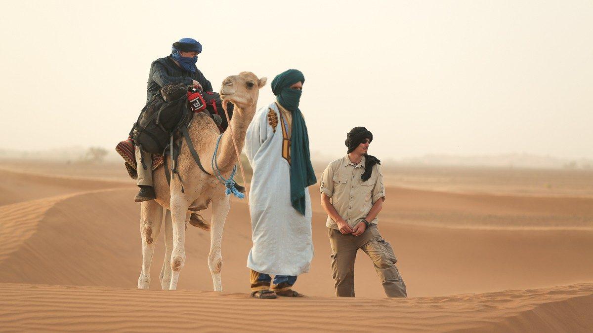 Tomek Michniewicz na pustyni. Foto z archiwum autora.