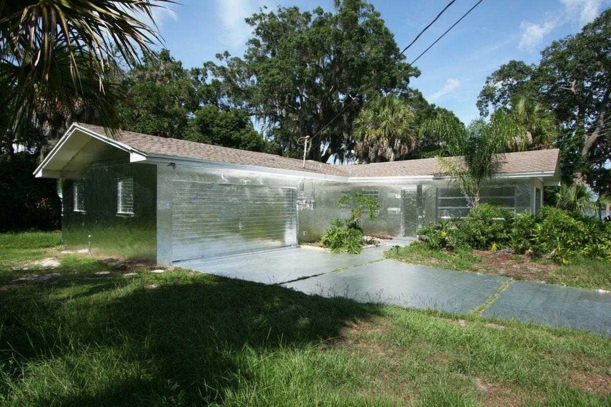 402 Ashland Ave, instalacja Piotra Janowskiego na Florydzie